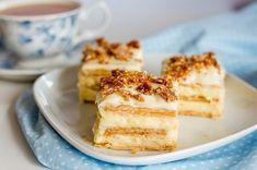 Bine ati venit in Bucataria Romaneasca. Astazi va prezentam o reteta de Tort cu crema de branza si biscuiti. Lista de ingrediente: -200 mililitri lapte; -100 grame unt; -50 grame