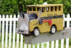 school bus mailbox Funny Mailboxes, Unique Mailboxes, Painted Mailboxes, School Bus Crafts, School Buses, School Bus Driver, Mailbox Ideas, You've Got Mail, Mail Boxes