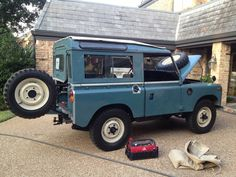 "Working on the ""Carolina"" Land Rover Series 3"