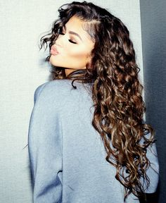 Zendaya Shows Off The Curls In The Coveteur. Zendaya gets cozy with The Coveteur and dishes on all things hair, wellness and skincare check it out after the drop. On her hair routine (which she ha… Curly Hair Styles, Natural Hair Styles, Hair Inspo, Hair Inspiration, Zendaya Style, Zendaya Coleman, Curly Girl, Pretty Hairstyles, Black Hairstyles