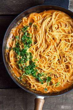 Spaghetti in roter Paprikasauce | sahne durch Cremefine ersetzen & nur 2 Tl Öl benutzen