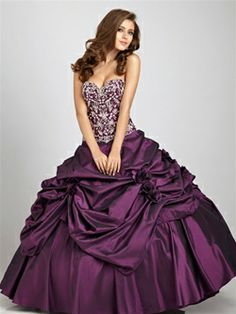 Night Moves Prom 2011: Style: Q325