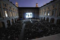 Internationale Stummfilmtage Bonn – Bonner Sommerkino. Programm und Infos auf: http://www.coolibri.de/redaktion/open-air-kino-ruhrgebiet/internationale-stummfilmtage-bonn-bonner-sommerkino.html