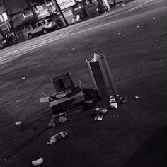 yourboyhood / sun, Dec 01, 2013 _ #SundaySeoul, #boxes _ photograph by Hong Sukwoo, yourboyhood.com / #골목 #쓰레기 #길 #바닥 / 2013 12 01 /
