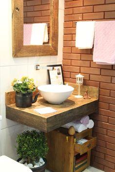 Banheiro Ecológico - Arq. Lucas Felício Madeira de demolição + Tijolo Ecológico