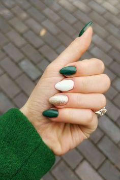 Green Holiday Nail Ideas for 2019 – beautiful nails Christmas Manicure, Xmas Nails, Holiday Nails, Gold Christmas, Christmas Makeup, Winter Christmas, Thanksgiving Nails, Thanksgiving Desserts, Chrome Nails
