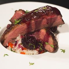Duck Breasts With Blackberry Port Sauce Recipe Myrecipes - Luscious Lean Duck Breasts Make For A Sophisticated But Easy Main Dish Where The Blackberry Sauce Provides A Fruity Counterpoint To The Ducks Meatiness For A Light Dinner Serve Over A Bed Of Sauce Recipes, Meat Recipes, Gourmet Recipes, Roasted Duck Recipes, Duck Breast Recipe, Blackberry Sauce, Wild Game Recipes, Duck Sauce, Fish And Meat