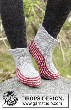 Nanna - Knitted slippers in garter stitch with stripes. Size 35 to 43 Piece is knitted in DROPS Alaska. Free knitted pattern DROPS 182-42