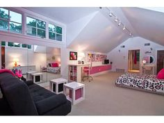 This is such a cool room!!:)