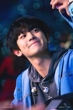 in 2020 Baekhyun, Foto Chanyeol Exo, Chanyeol Cute, Kpop Exo, Popular Rappers, Exo Album, Exo Lockscreen, Z Cam, Bts And Exo