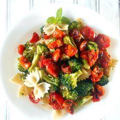 Broccoli #Pasta with Roasted Tomatoes via Healing Tomato's http://www.yummly.com/recipe/Broccoli-Pasta-with-Roasted-Tomatoes-1078175
