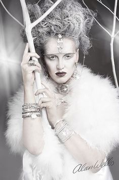 LADIES, PLEASE HELP THE ICE QUEEN, SNOW QUEEN AND DARK QUEEN HAVE THREATEN US. THEY SAY THE PARTY MUST NOT GO ON, OR WE WILL PAY DEARLY. HELP COMRADS WE NEED HELP TO SAVE OUR PARTY.