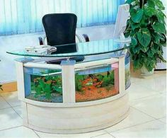This would make work a little more pleasant - Unusual Aquariums and Custom Tropical Fish Tanks for Unique Interior Design like this fish aquarium office desk Table Aquarium, Home Aquarium, Aquarium Decorations, Aquarium Fish Tank, Aquarium Stand, Aquariums Super, Amazing Aquariums, Tanked Aquariums, Fish Aquariums
