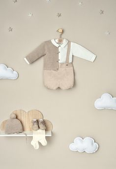 Kids Store Display, Gender Neutral Baby Clothes, Retail Store Design, Clothing Photography, Mother And Baby, Baby Time, Baby Boutique, Baby Crafts, Baby Shop