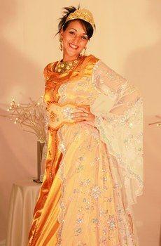 Indian Style, Bollywood Wedding, Blog, Sari, Bride, Fashion, Indian Decoration, Orange Dress, Wedding Ideas