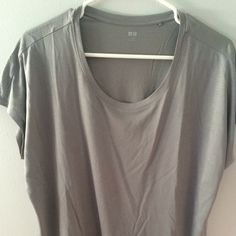 UNIQLO gray tee size small UNIQLO gray tee size small UNIQLO Tops Tees - Short Sleeve