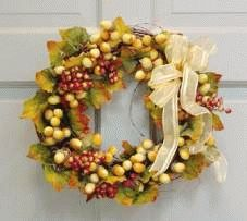 Arrangement av blomster - blomst krans Floral Wreath, Wreaths, Fall, Home Decor, Autumn, Flower Crown, Decoration Home, Door Wreaths, Fall Season