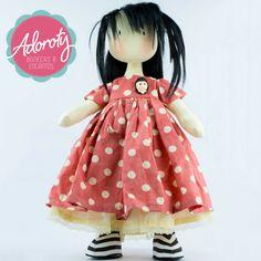"""""""Não estou descabelada. É que meus cabelos tem liberdade de expressão"""" Mafalda.  Confira no nosso site esta e outras coleções www.adoroty.com.br #Adoroty #Boneca #BonecaDePano #Waldorf #BonecaWaldorf #Encantos #Mimo #Presente #Brinquedo #Brincadeira #Ateliê #Costura #Bonequeira"""