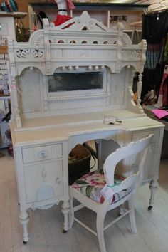 A Corner Cottage... so shabby so chic vanity, this is gorgeous!!!