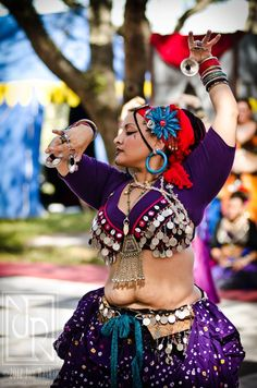 Belly Dancing Classes In San Antonio Rare Clothing, Belly Dancing Classes, Tribal Belly Dance, Belly Dance Costumes, Tribal Fusion, Body Love, Poses, Belly Dancers, Mode Hijab