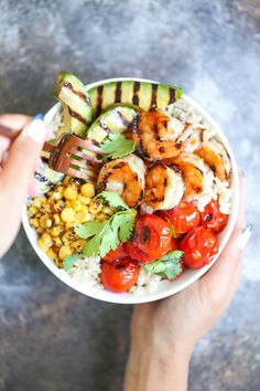 In love with this grilled honey garlic shrimp bowl recipe.