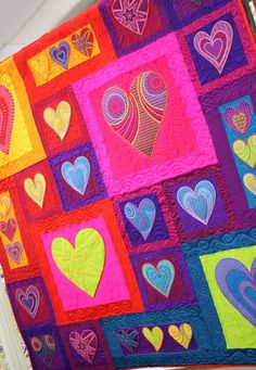 colorful heart quilt Heart is my favrrite shape. Quilting Projects, Quilting Designs, Sewing Projects, Quilting Ideas, Machine Quilting, Machine Embroidery, Machine Applique, Baby Quilts, Heart Quilts