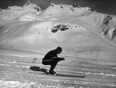 IlPost - Lo sciatore americano Steve Knowlton durante la gara di discesa libera durante le Olimpiadi Invernali del 1948 a St. Moritz (Keystone/Getty Images) - Lo sciatore americano Steve Knowlton durante la gara di discesa libera durante le Olimpiadi Invernali del 1948 a St. Moritz (Keystone/Getty Images)