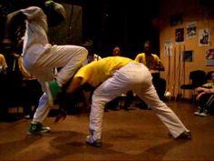 Capoeira Angola: Contra Mestre Gato Preto (GCFA) e Mestre Reny