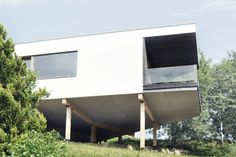 white house on a slope / by MOAD architects