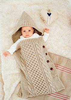 Knit baby sleeping bag and knitted baby blankets. Baby sleeping bag patterns and crochet baby sleeping bag lesson. How to knit baby sleeping bag, knit sleeping bag patterns Baby Knitting Patterns, Baby Patterns, Crochet Patterns, Blanket Patterns, Crochet Baby Cocoon, Knit Crochet, Crochet Hats, Knitted Baby, Baby Knits