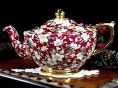 Sadler Teapot Tea Pot Holiday Chintz James by TheVintageTeacup Tea Cup Saucer, Tea Cups, Teapot Crafts, Cappuccino Tassen, Tee Set, Christmas Tea, White Christmas, Tea Pot Set, Teapots And Cups