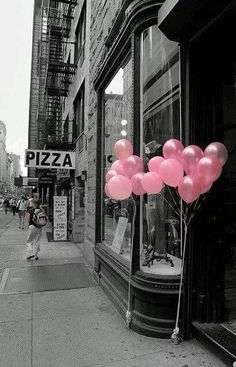 pink balloons color splash ○○○❥ڿڰۣ-- […] ●♆●❁ڿڰۣ❁ ஜℓvஜ ♡❃∘✤ ॐ♥. Color Splash, Color Pop, Splash Art, Photo Wall Collage, Picture Wall, Pink Love, Pretty In Pink, Splash Photography, Pink Photography