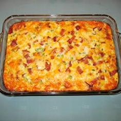 1 lb crumpled cooked bacon, 8 eggs, 2 c milk, 3 c shredded cheese, 16 oz pkg thawed frozen hashbrowns - 350 greased casserole dish. Cover with foil & bake 45 min. Breakfast Desayunos, Breakfast Dishes, Breakfast Recipes, Breakfast Ideas, Health Breakfast, Strudel, Casserole Dishes, Casserole Recipes, Bacon Egg Hashbrown Casserole