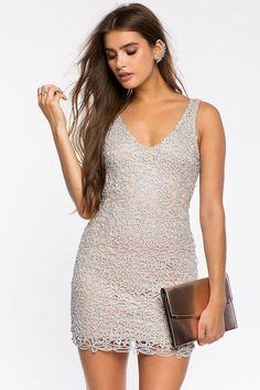 Кружевное платье Размеры: S, M, L Цвет: серебристый Цена: 2645 руб.   #одежда #женщинам #платья #коопт