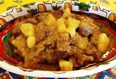 Un'altro saporito secondo piatto di carne della tradizione gastronomica siciliana: l'agglassato di carne con le patate che non manca mai sulle tavole della domenica
