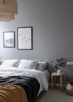 Vintage and modern elements combined -in a grey bedroom Bedroom Vintage, Bedroom Wall, Bedroom Inspirations, Interior Design, Gray Bedroom Walls, Interior, Home Decor, Home Bedroom, Apartment Decor