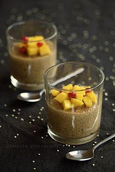 Vegan quinoa pudding with mango