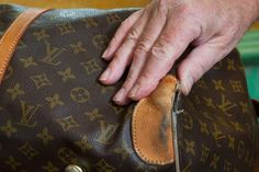 Louis Vuitton is a designer handbag and wallet manufacturer located in France. The average cost of a Louis Vuitton handbag is between three and four thousa Louis Vuitton Strap, Vuitton Bag, Louis Vuitton Monogram, Vintage Purses, Vintage Bags, Vintage Handbags, Louis Vuitton Handbags, Purses And Handbags, Trendy Handbags