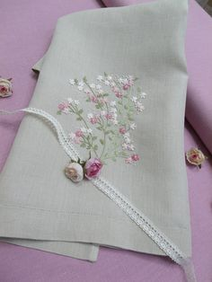 Rose Flowers, embroidery kit: http://escoladebordado.com.br/loja/products/Kit-06-%252d-Rose-Flowers.html®