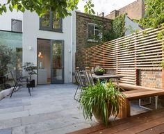 Modernne-coole-garten-gestaltung-essbereich-holz-weiß.jpg 550×254 ... Balkonturen Modelle Terrasse Veranda