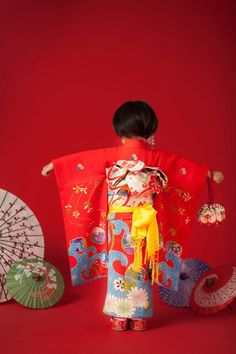 Japanese girl in kimono. I adore kimono, as each one is unique (or supposed to be) and each tells a story or has a lot of symbolism in the artwork of the kimono, but the obi is even more important from my understanding.
