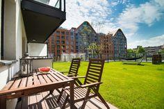 """Słoneczny apartament """"Chmielna Garden II"""" z prywatnym ogrodem znajduje się w samym sercu Gdańska, na Wyspie Spichrzów. Outdoor Chairs, Outdoor Furniture, Outdoor Decor, Garden, Home Decor, Garten, Decoration Home, Room Decor, Garden Chairs"""