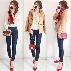 """AIRI on Instagram: """". 念願のguダッフルコート♪ . 何色にしようか、、🤔 長いのと短いのどっちにしようか、、、🤔 迷って迷ってこれにしました😊❤️ (#ウールブレンドショートダッフルコート) . パンツにもスカートにも合わせやすい丈と、ボリュームのあるフードが凄く好み!♡ . .…"""" Spring Skirts, Spring Outfits, Winter Outfits, Casual Outfits, Cute Outfits, Office Outfits, Trench Coat Style, Japanese Outfits, Japan Fashion"""