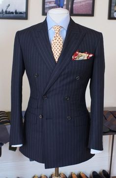 Suit : Summer worsted from Huddersfield Shirt : Hamptons twill Thomas Mason Tie : Drakes for P.JOHNSON