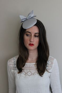 Gray hat with bow, Satin gray fascinator hat, wedding fascinator hat, mini hat with bow and veil, round hat in grey,grey mini hat, grey veil by Lolacoqueta on Etsy https://www.etsy.com/ca/listing/264332104/gray-hat-with-bow-satin-gray-fascinator