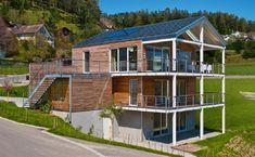 Ökohaus Green - Baufritz - http://www.hausbaudirekt.de/haus/oekohaus-green/ - Fertighaus als Alpenstil Architektenhaus Designhaus Einfamilienhaus Holzhaus Modernes Haus mit Satteldach