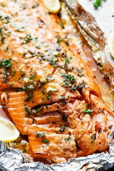 Honey Garlic Butter Salmon In Foil (Cafe Delites) - - Honey Garlic Butter Salmon In Foil in under 20 minutes, then broiled (or grilled) for that extra golden, crispy and caramelised finish! So simple and only 4 main ingredients, with minimal clean up! Salmon Dishes, Fish Dishes, Seafood Dishes, Seafood Recipes, Vegetarian Recipes, Dinner Recipes, Cooking Recipes, Side Dishes With Salmon, Best Pasta Recipes