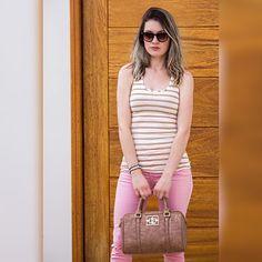 Boa Noite 🤗 quem gosta dos tons Candy Colors? Olha esse denim lindo no rosa quartzo, essa é uma das cores que estão sendo mais usadas, junto com o listrado e bolsa no tom nude ficou bem cool 💞 look e bolsa @colcciiguatemisorocaba ✨  #moda #fashion #colccilovers #colcci #colccisorocaba #deumcliquenoseulook #ootd #candycolors #tonspastel #trend #alert #sorocaba #namossin 🌟