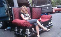 This coffin couch is kinda amazing. << it's a casket couch. Gothic Furniture, Dream Furniture, Dark Furniture, Unique Furniture, Furniture Decor, Casa Halloween, Halloween Forum, Halloween Vampire, Horror Decor