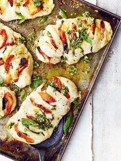 Hasselback chicken tray bake (plus: how-to video) This hasselback chicken tray bake with mozzarella, sun-dried tomatoes and pesto makes a quick and easy tray-bake that's easily doubled or halved Poulet Hasselback, Hasselback Chicken, Baked Chicken, Chicken Recipes, Stuffed Chicken, Fish Recipes, Midweek Meals, Quick Weeknight Dinners, Cooking Recipes